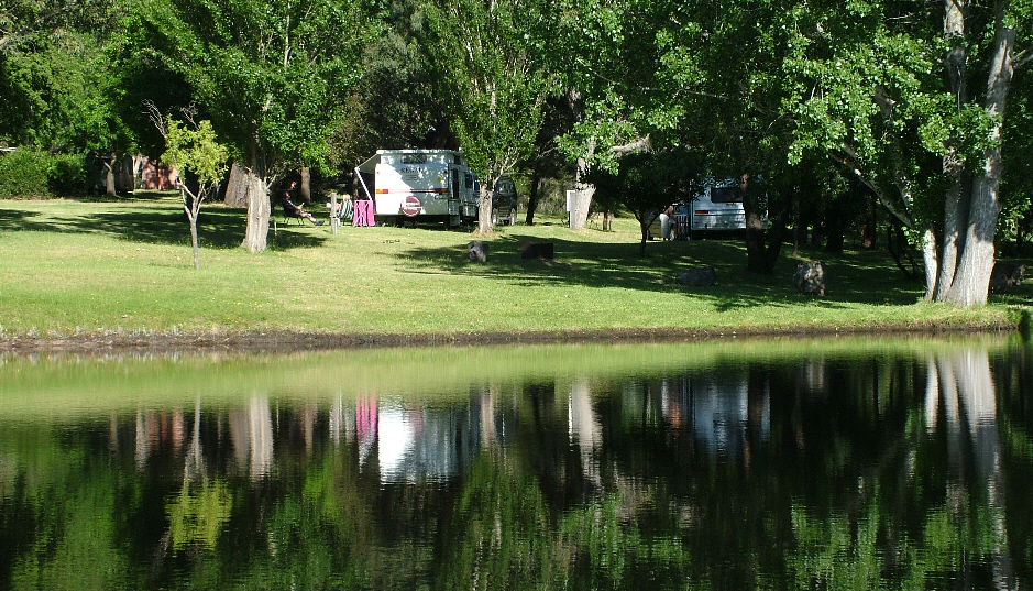 Caravans on Lakside 3 (L3) left hand side and Lakeside 2 (L2) at Grampians Paradise Camping and Caravan Parkland