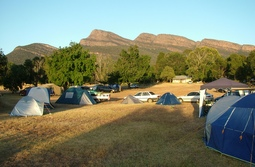 There are both shady and sunny parkland sites with views of the mountains at Grampians Paradise Camping and Caravan Parkland