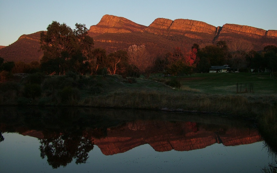 Sunrise on the Grampians mountains from Grampians Paradise Camping and Caravan Parkland
