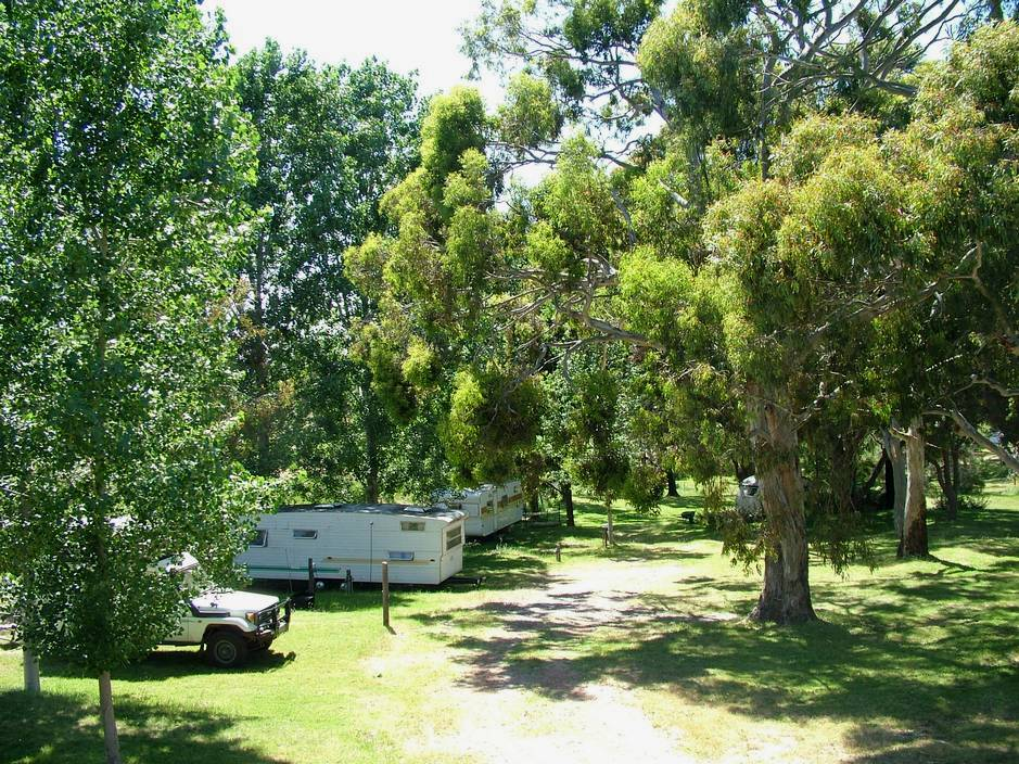 Our 6 berth retro onsite caravans are shaded by trees and set in the parkland of Grampians Paradise Camping and Caravan Parkland